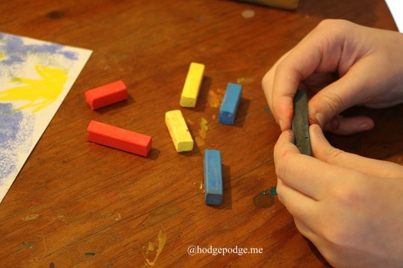 breaking chalk pastel sticks in half www.hodgepodge.me