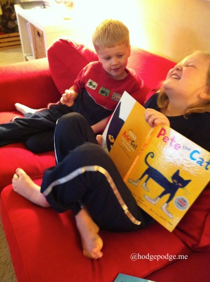 Pete the Cat reading fun www.hodgepodge.me